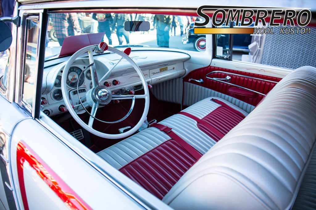 1955 Ford 2dr Hardtop Coupé, Tuck'n'Roll Interior, Teardrop Schalter