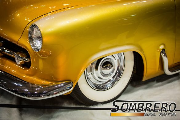 1952 Chevy Kustom, Desert Sunset, Sombrero Radkappen mit Center Bullets
